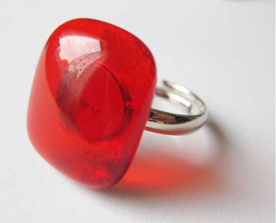 Áttetsző piros üvegékszer gyűrű