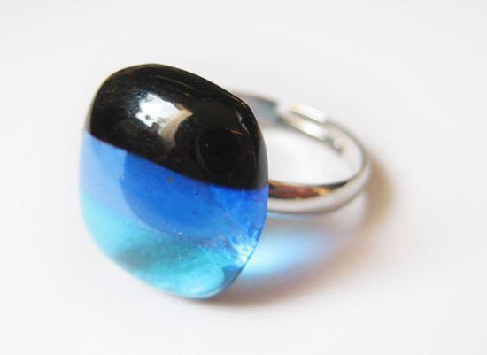 Kékcsíkos üveggyűrű
