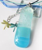 Kék bubis-szitakötős medál