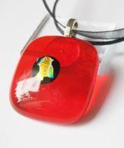 Piros arannyal üvegmedál