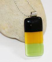 Fekete-sárga-zöld medál