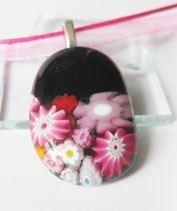 Fekete-rózsa virágkosárka medál