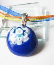 Kis kék millefiori medál