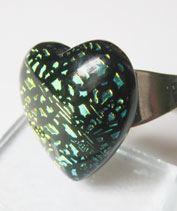 Aranyzöld dichro szívecske gyűrű