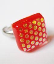 Narancsos-pirosas pöttyös gyűrű