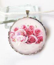 Rózsacsokor üvegmedál