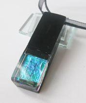 Kapszula kékkel üvegmedál