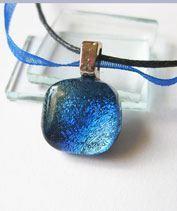 Apró kék-szürke dichroic üvegékszer medál