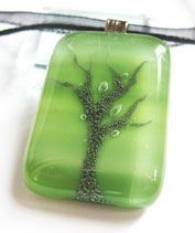 Olívazöld fa üvegmedál