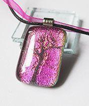 Dichro rózsaszín életfa üvegmedál