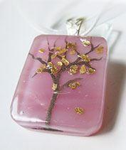Aranyló rózsafa üvegékszer medál