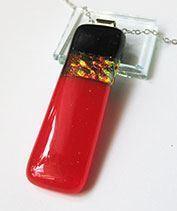 Piros kapszula üvegmedál