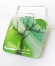 Tavaszi zöld fa üvegmedál