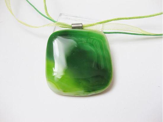 Zöld üvegmedál