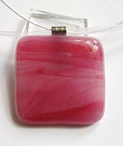 Rózsaszín üvegékszer medál