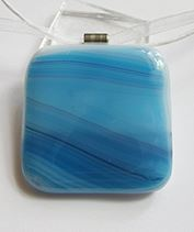 kék üvegékszer medál